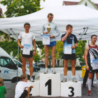 Bild Die Siegerehrung der Männer nach dem Hauptlauf des 18. Stadtlaufes. Gewinner war Leonid Rybke aus der Ukraine.